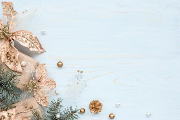 Kerstkader met bronzen versieringen