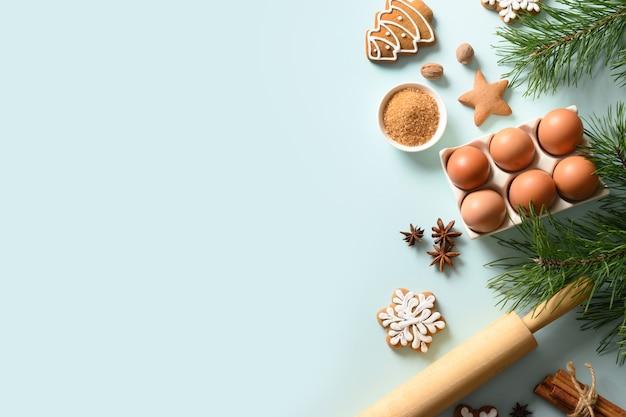 Kerstkoekjes en ingrediënten om te koken