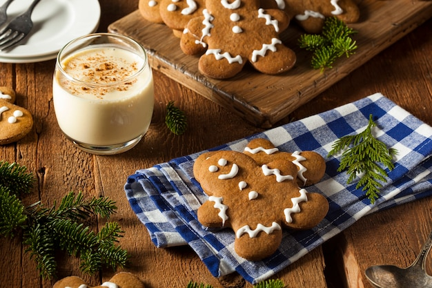 Kerstkoekjes op tafel