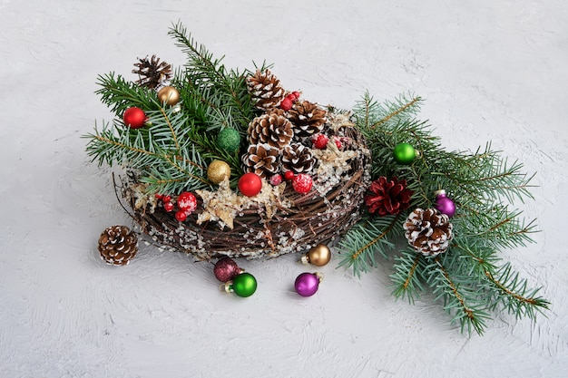 Kerstkrans met decoratie. copyspace