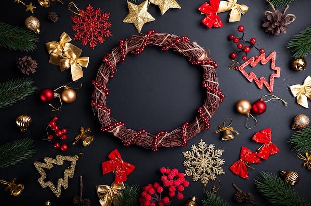 Kerstkrans met decoratie. kerstmis en nieuwjaar achtergrond