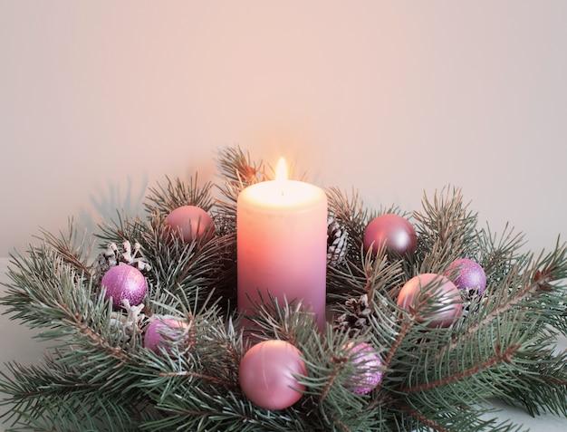 Kerstkrans met kaars