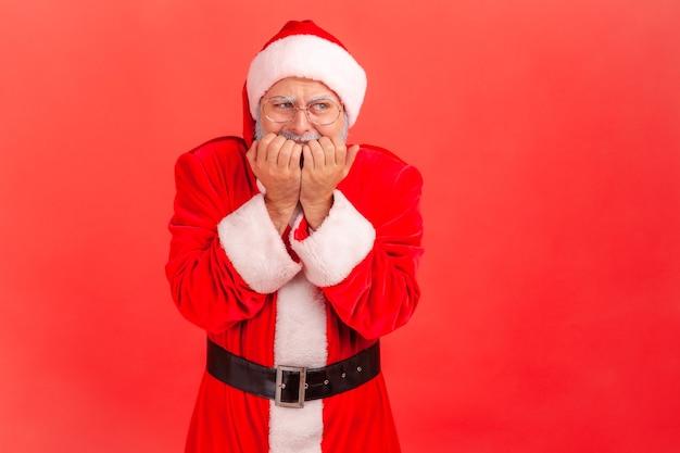 Kerstman die nagels bijt, zenuwachtig zijn, bang zijn, angststoornis.