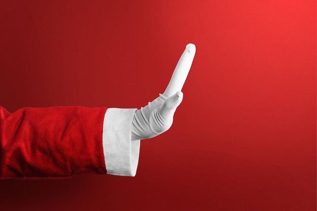 Kerstman met een handgebaar met een rode achtergrond. vrolijk kerstfeest