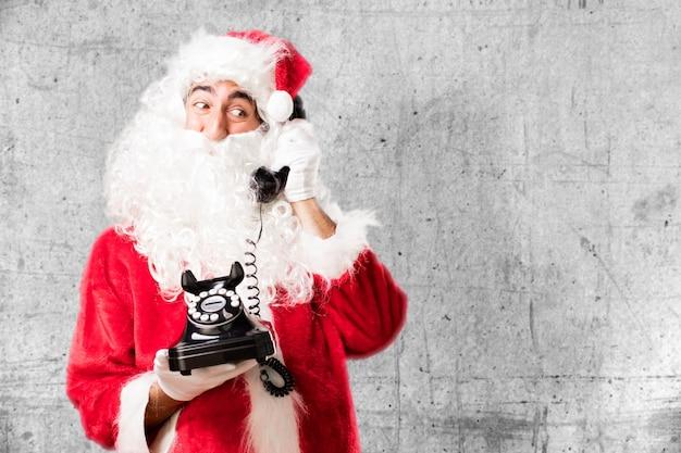 Kerstman met en oude telefoon