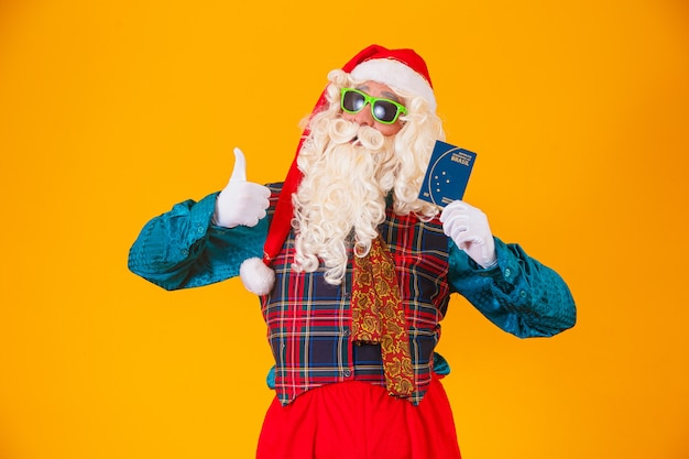 Kerstman met het braziliaanse paspoort