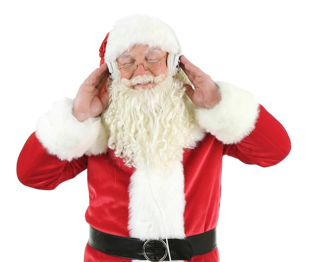 Kerstman met koptelefoon luisteren naar muziek, geïsoleerd op een witte ondergrond