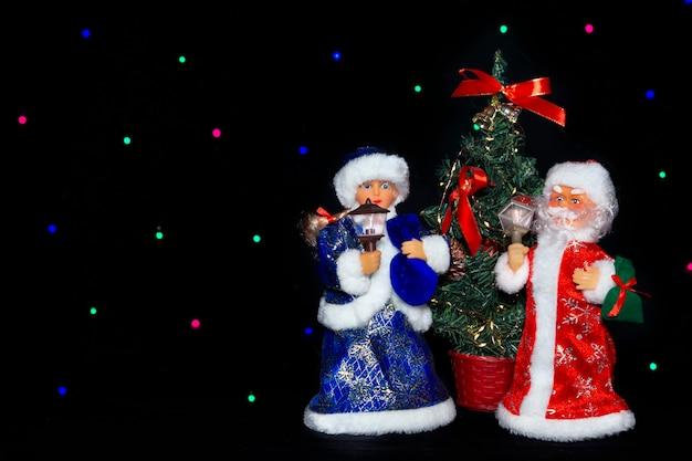 Kerstman sneeuw maiden bij de kerstboom