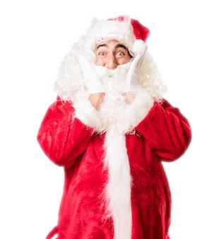 Kerstman te raken zijn gezicht met zijn handen