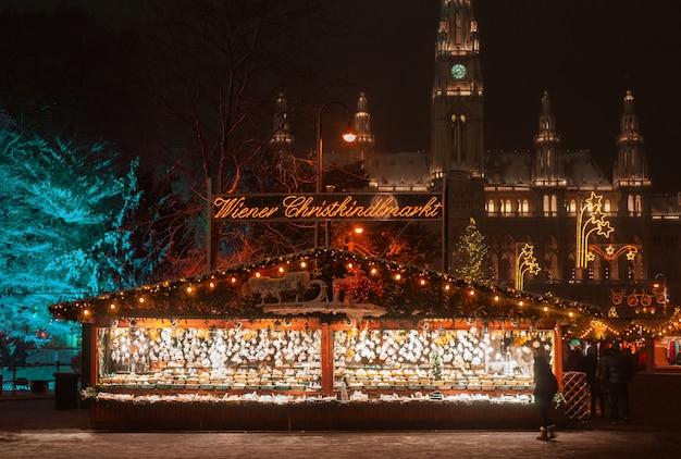 Kerstmarkt met decoratie