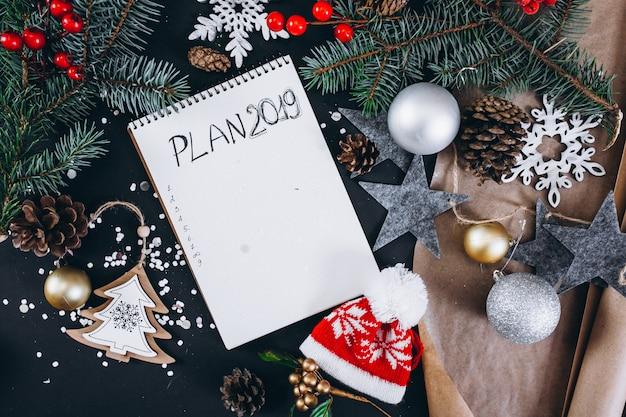 Kerstmis achtergrondlay-out op zwarte achtergrond
