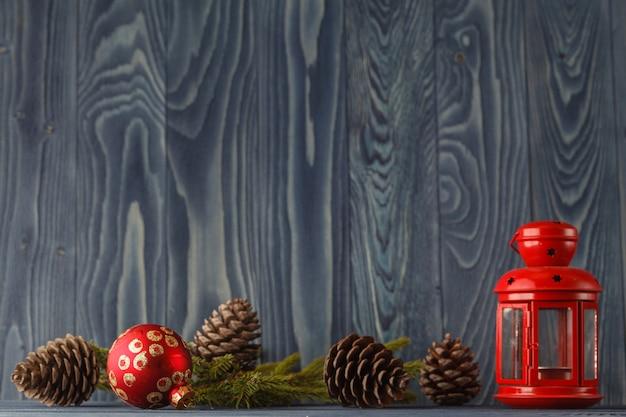 Kerstmis een stilleven op houten planken.