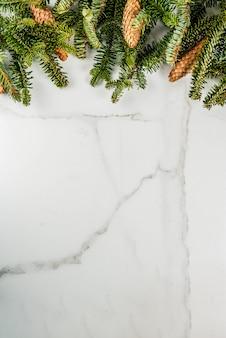 Kerstmis en nieuwjaar cadeau achtergrond met fir tree
