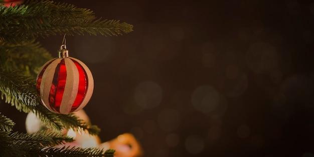 Kerstmis en nieuwjaar vakantie achtergrond met kerstboom