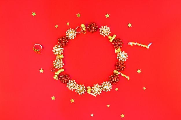 Kerstmis gouden ronde krans frame achtergrond