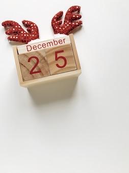 Kerstmis houten kalender op wit