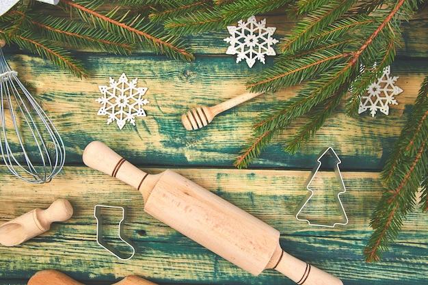 Kerstmis koken of bakken van voedsel met keukengerei