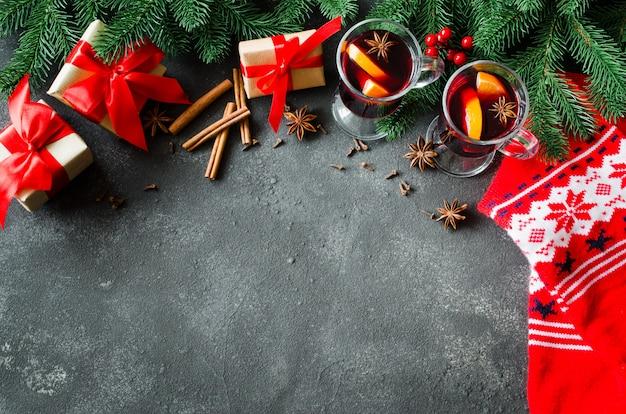 Kerstmis met glühwein en een warme sjaal.