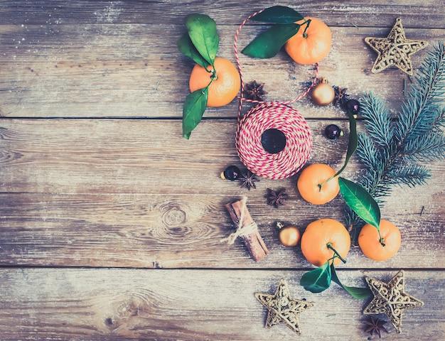 Kerstmis of nieuwjaar decoratie achtergrond set: bont-boom branche