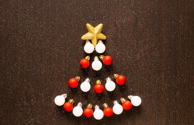 Kerstmis of nieuwjaardecoratie over een houten achtergrond
