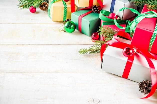 Kerstmisachtergrond met giftdozen