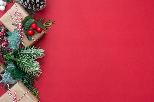 Kerstmisachtergrond met giftvakjes en exemplaarruimte.