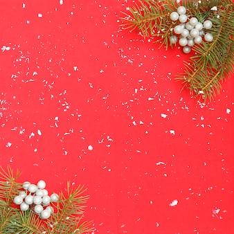 Kerstmisachtergrond met kerstmisboom en sneeuw