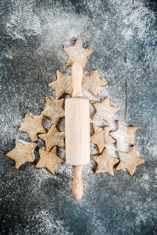 Kerstmisachtergrond met peperkoekkoekjes