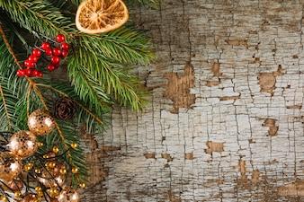 Kerstmisachtergrond met sinaasappel en spar