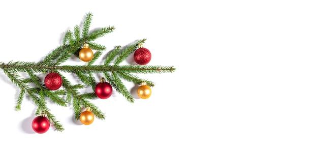 Kerstmisachtergrond met spartakken, gouden en rode ballen. banier.