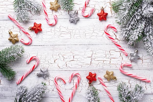 Kerstmisachtergrond met suikergoedriet