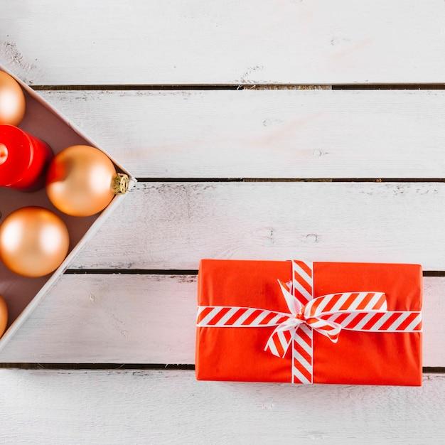 Kerstmisachtergrond op houten textura