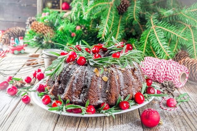 Kerstmiscake van de donkere chocoladepeperkoek bundt