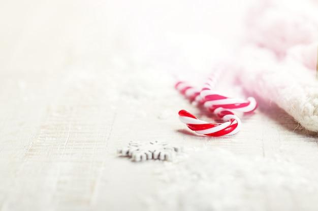 Kerstmisconcept, kerstmisdecoratie, close-up, afgezwakt, met plaats voor tekst