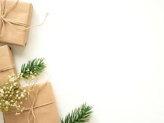 Kerstmisgiften met Spartakken op Witte Achtergrond, het Concept van de de Wintervakantie