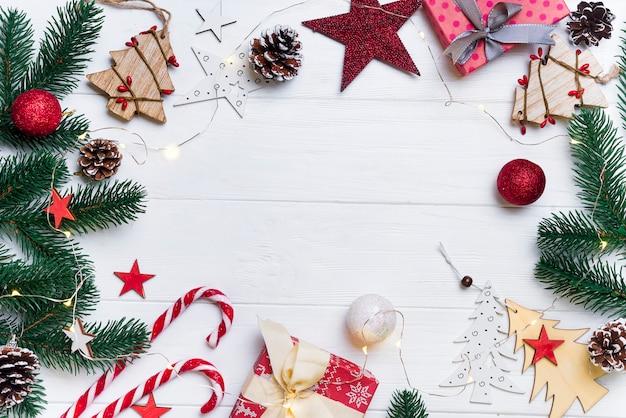 Kerstmiskader met suikergoed en speelgoed