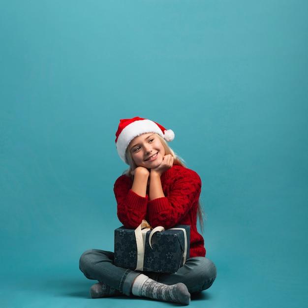 Kerstmismeisje dat volledig schot zit
