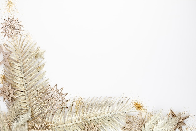 Kerstmissamenstelling decoraties op witte achtergrond
