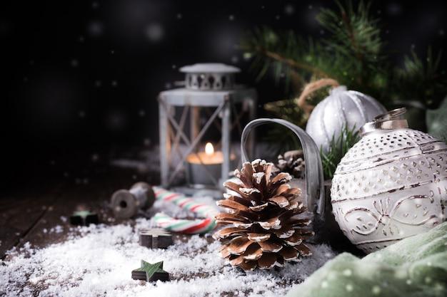 Kerstmissamenstelling met denneappel