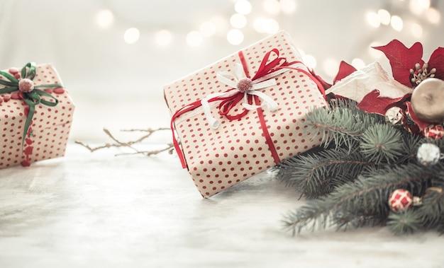 Kerstmissamenstelling met geschenkdozen
