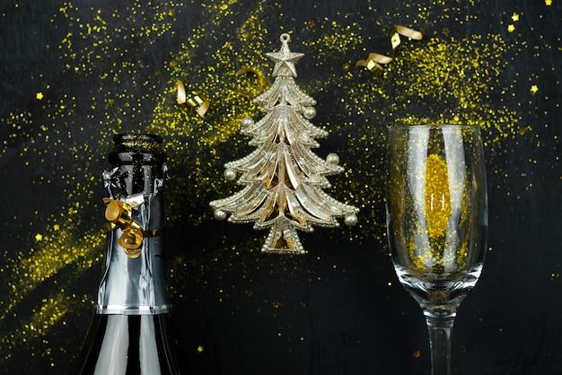 Kerstmissamenstelling met goud en zwart