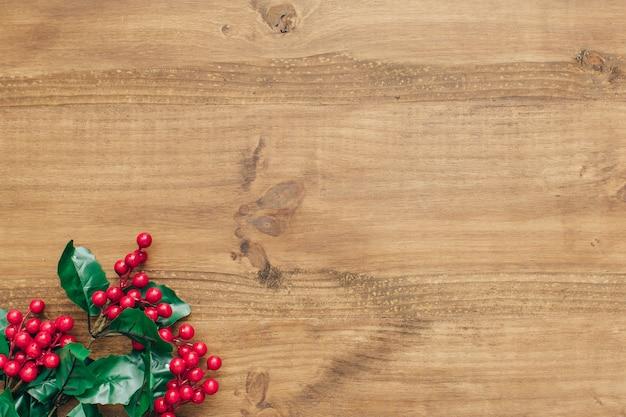 Kerstmissamenstelling met maretak op de bodem.