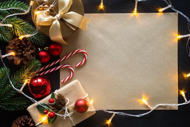 Kerstmissamenstelling met ornamenten