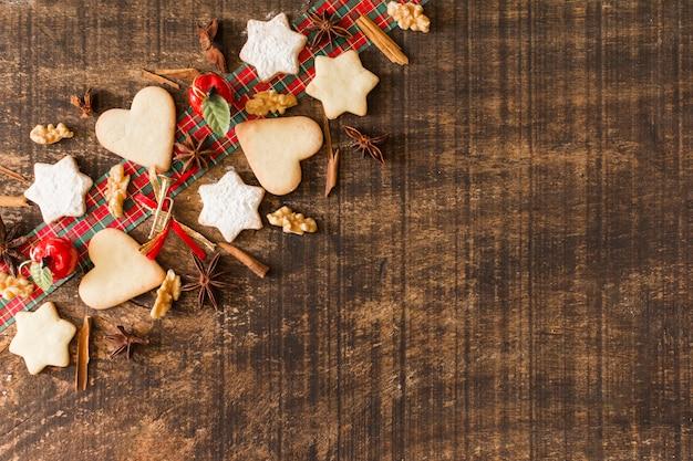 Kerstmissamenstelling van koekjes met kaneel