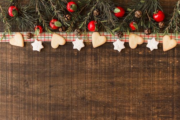 Kerstmissamenstelling van koekjes met takken