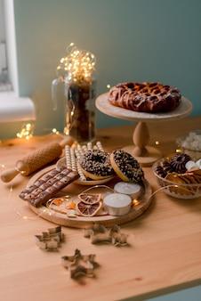 Kerstmissnoepjes op tafel