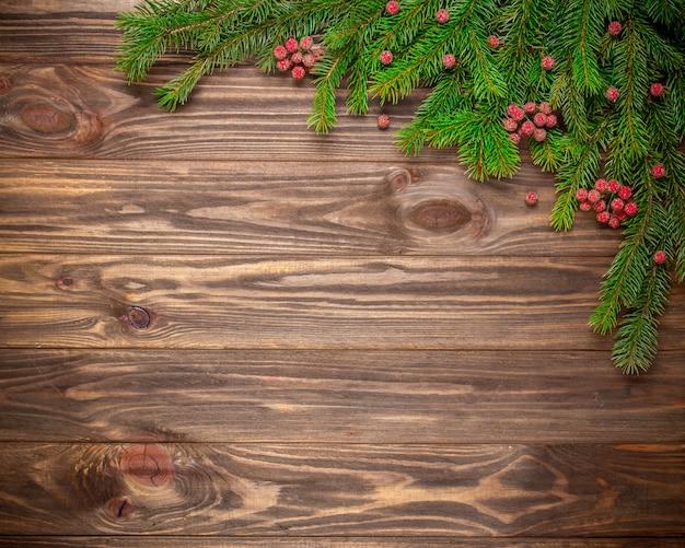 Kerstmisspar op houten achtergrond