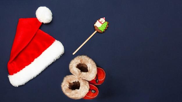 Kerstmuts rode kerstlaarzen en kerstpeperkoek