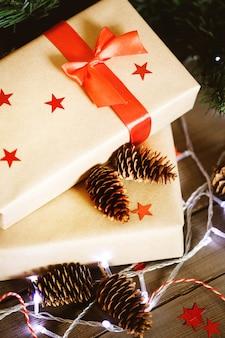Kerstsamenstelling met cadeautjes