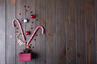 Kerstsnoepjes en plaats voor tekst. Nieuwjaarscadeau en andere kleine details liegen